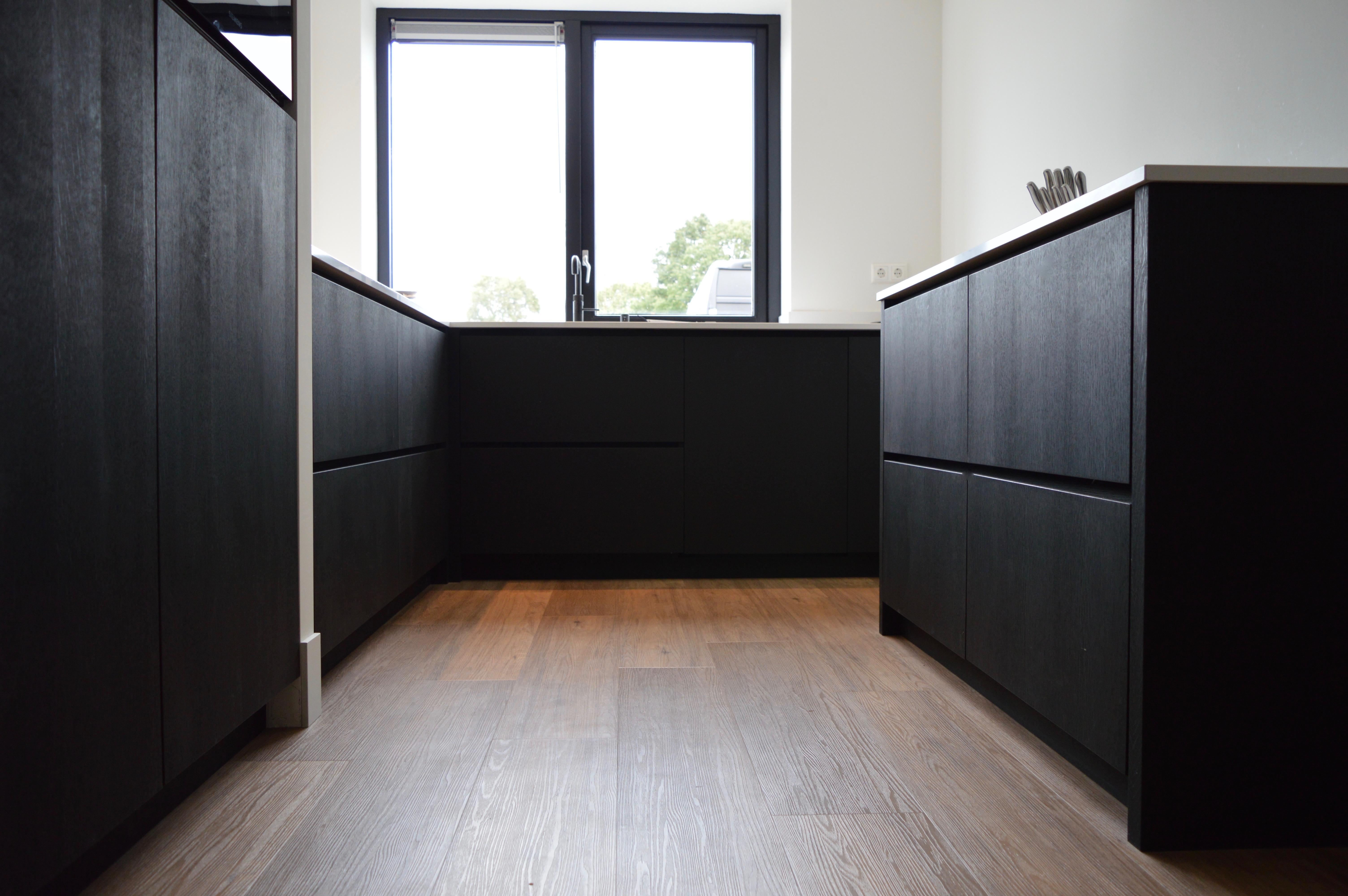 Keuken Eiken Zwart : Zwart eiken keuken jeroen bouw