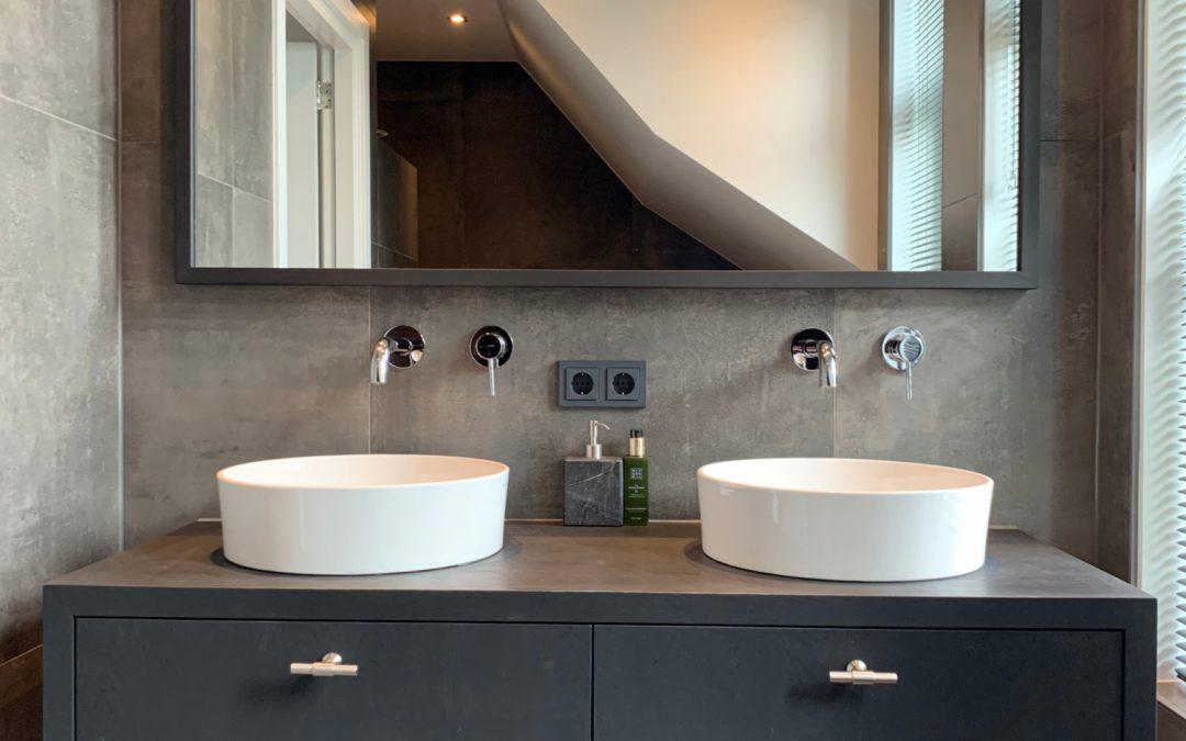 Badkamermeubel, kasten en wastafel